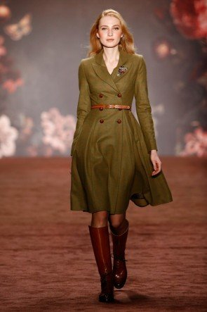 Lena Hoschek Kleid Herbst-Winter-Mode 2016-2017 Berlin Fashion Week Januar 2016 - 01