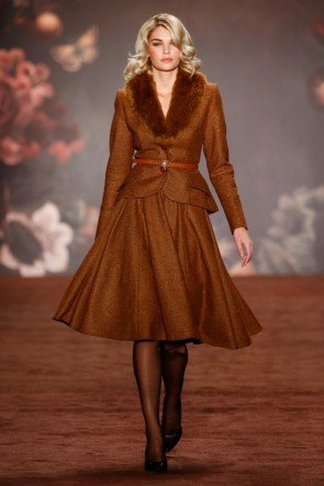 Lena Hoschek Kostüm Herbst-Winter-Mode 2016-2017 Berlin Fashion Week Januar 2016 - 07