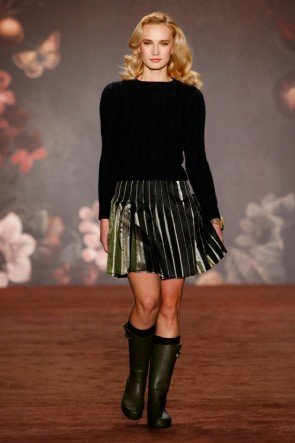 Lena Hoschek Pullover und Rock Herbst-Winter-Mode 2016-2017 Berlin Fashion Week Januar 2016 - 11