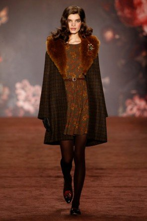 Lena Hoschek Wintermantel und Kleid Herbst-Winter-Mode 2016-2017 Berlin Fashion Week Januar 2016 - 09