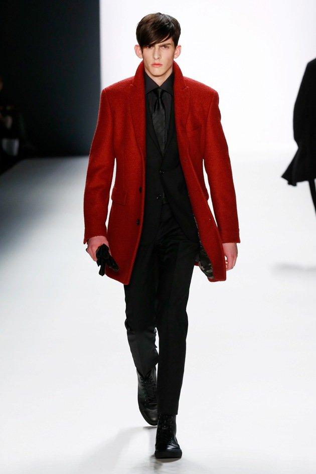 Männermode Herbst 2016 Winter 2017 - Roter Kurzmantel und schwarzer Anzug von Baldessarini