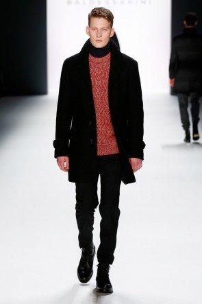 Schwarz-Rot-Kombi Mantel und Sweater Herbst 2016 Winter 2017von Baldessarini