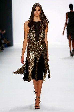 Unkonventionelles Kleid mit goldenen Pailletten DIMITRI Mode Herbst 2016 - Winter 2017