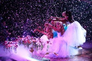 Let's dance am 1.4.2016 6 Tänze, 12 Paare und Songs - hier ein schönes Foto mit den Profi-Tänzerinnen aus der letzten Show