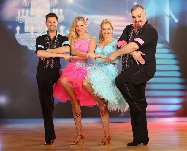 Mambo Special bei den Dancing Stars am 15.4.2016 - hier Verena Scheitz - Florian Gschaider und Georgij Makazaria - Maria Santner