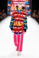 Bunte Mode von Wataru Tominaga auf der Mercedes-Benz Fashion Week Berlin Juni 2016 - 05