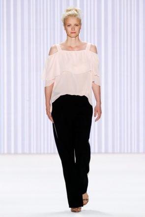 Sommermode 2017 - Minx by Eva Lutz zur Fashion Week Berlin 2016 - hier Model Franzika Knuppe