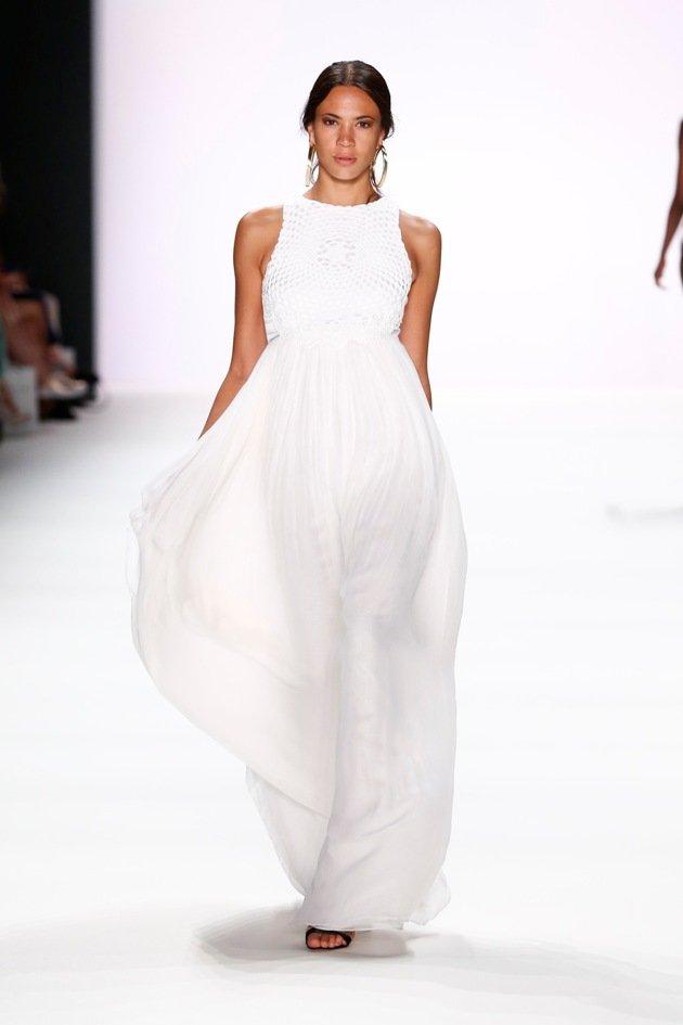 Weiße Kleider von DIMITRI Sommer 2017 zur Fashion Week Berlin - 1
