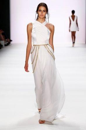 Weiße Kleider von DIMITRI Sommer 2017 zur Fashion Week Berlin - 4