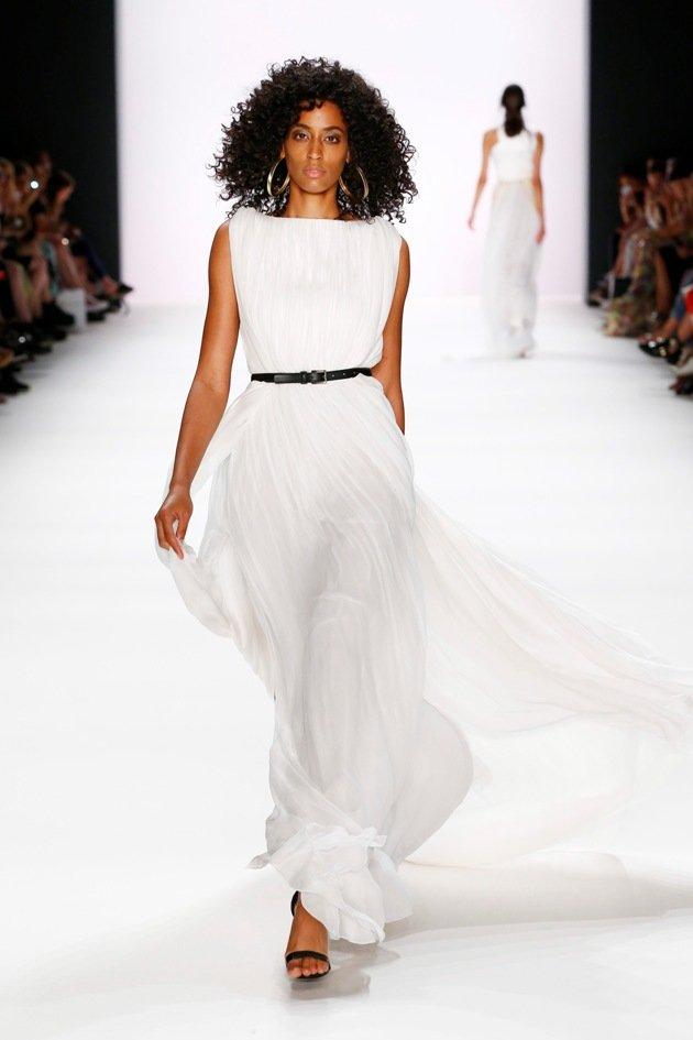 Weiße Kleider von DIMITRI Sommer 2017 zur Fashion Week Berlin - 5