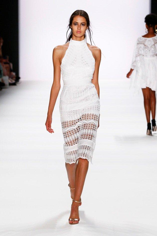 Weiße Kleider von DIMITRI Sommer 2017 zur Fashion Week Berlin - 2