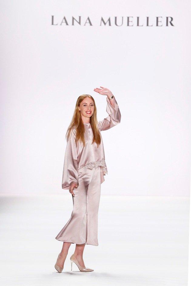 Designerin Lana Mueller auf der Mercedes-Benz Fashion Week Berlin am 1.7.2016