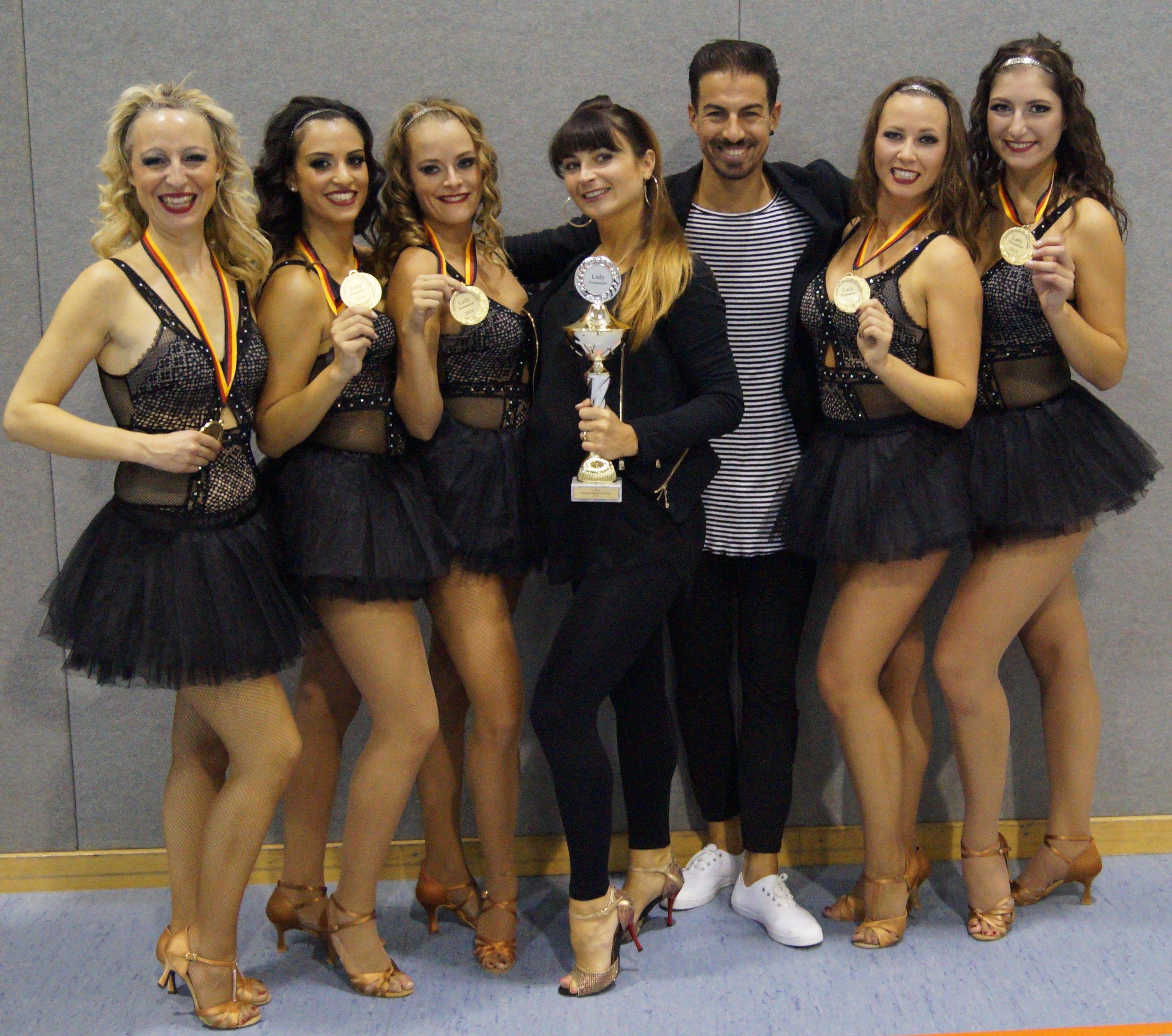 Ladies der AYA Latin Dance Academy - Deutsche Salsa Meister 2016 - hier mit ihren Trainern Anne und Anichi