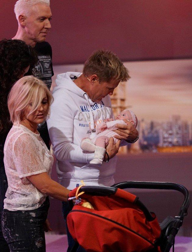 Jury bei DSDS am 11.1.2017 - Dieter Bohlen mit Büchner-Baby
