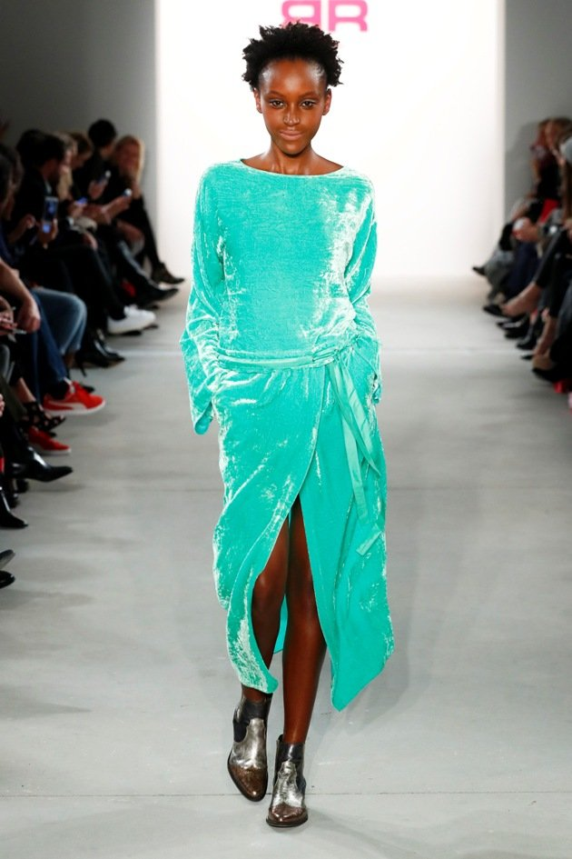 Modefarbe Aquamarin bei Riani Herbst-Winter 2017-2018 Fashion Week Berlin - 3
