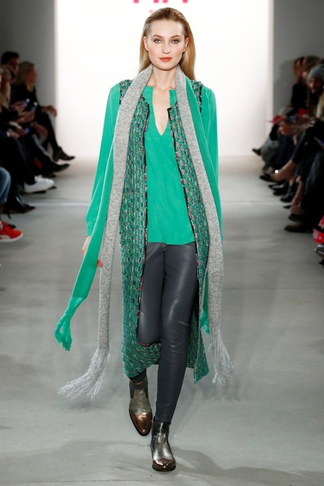 Modefarbe Aquamarin bei Riani Herbst-Winter 2017-2018 Fashion Week Berlin - 4