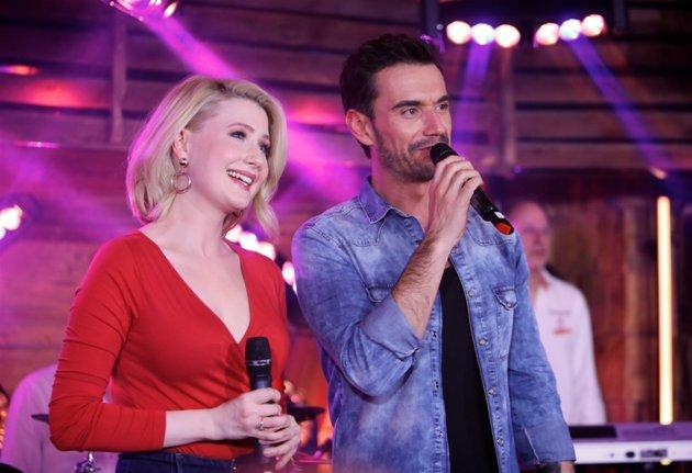 Sarah Jane Scott und Florian Silbereisen am 11.2.2017 bei Schlager im Schnee – Die Klubbb3 Hüttenparty