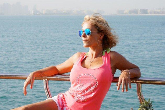 Michelle im peach-farbenen Top bei DSDS 2017 Recall Dubai