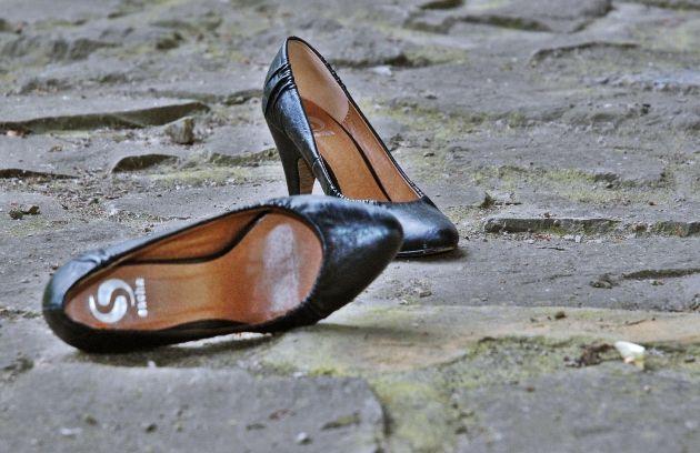 Im Sommer bei der Schuh-Auswahl im Tanzkurs auf den Boden achten