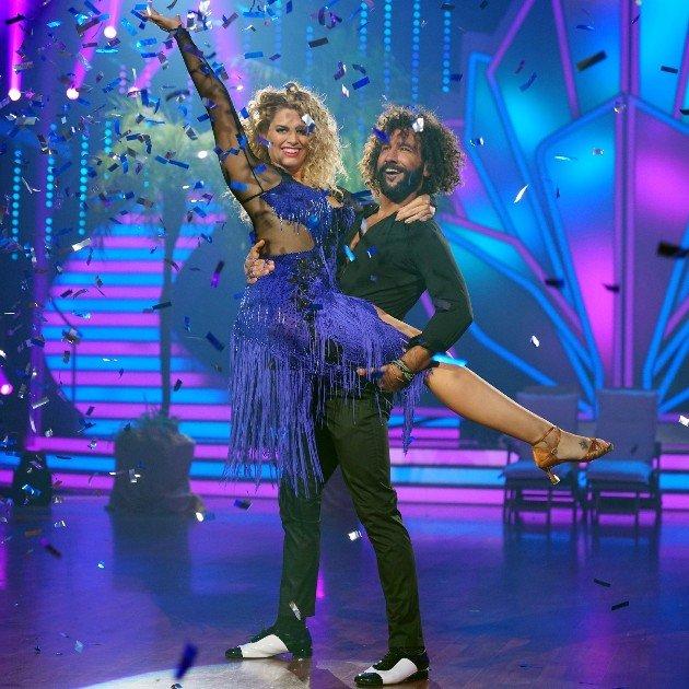 Angelina Kirsch - Massimo Sinato tanzen Salsa bei Let's dance 2.6.2017