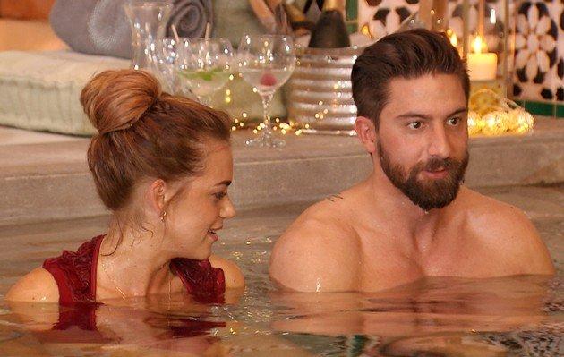 Jessica und Sebastian im Bad - Bachelorette am 5.7.2017