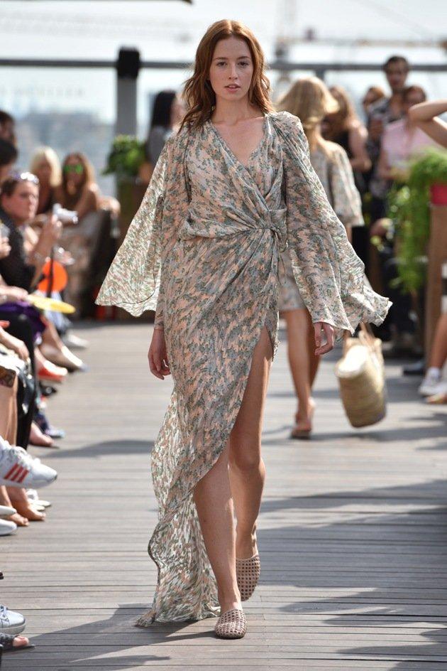 Luftiges Sommerkleid Mode 2018 von Lana Mueller Fahion Week Berlin Juli 2017
