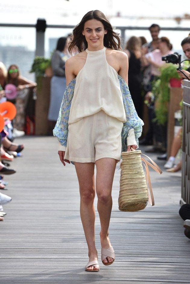 Neckholder Bluse Sommermode 2018 von Lana Mueller Fashion Week Berlin 2017
