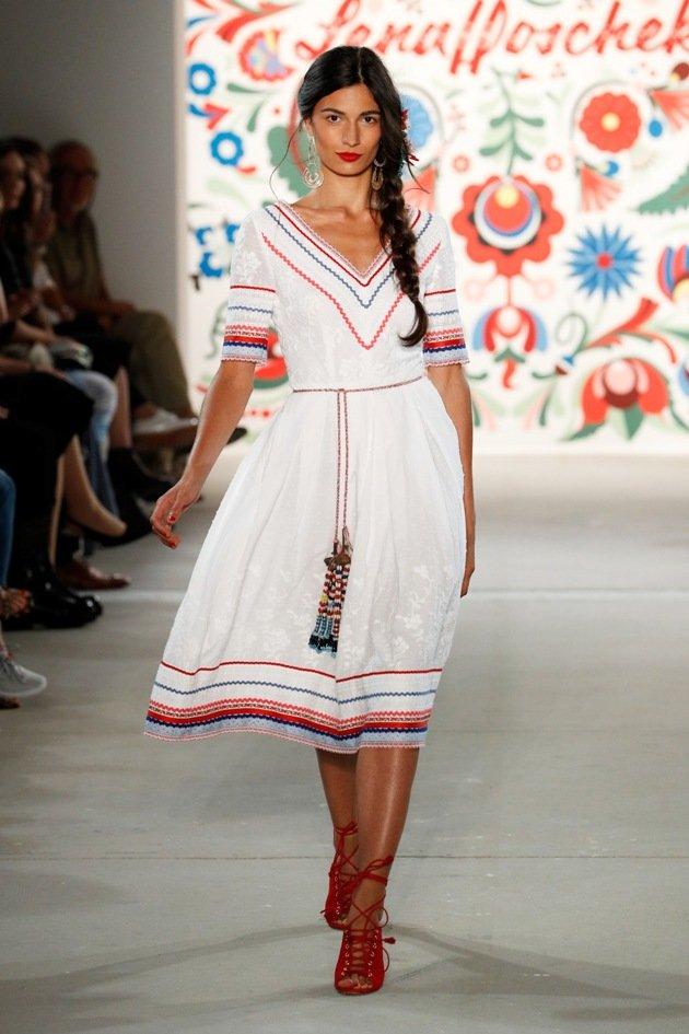 Weißes Kleid Lena Hoschek Sommermode 2018 Fashion Week Berlin Juli 2017