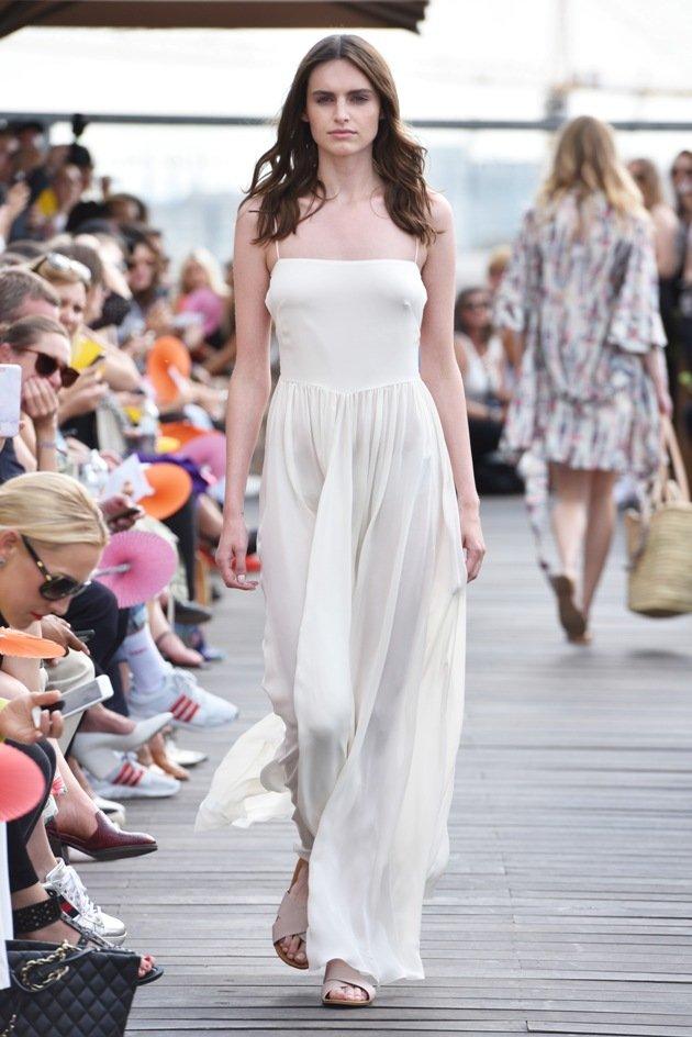 Weißes Kleid Sommermode 2018 von Lana Mueller Fashion Week Berlin Juli 2017