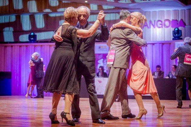Tanzpaare in der ersten Runde Tango WM 2017 - Kategorie Tango de Pista