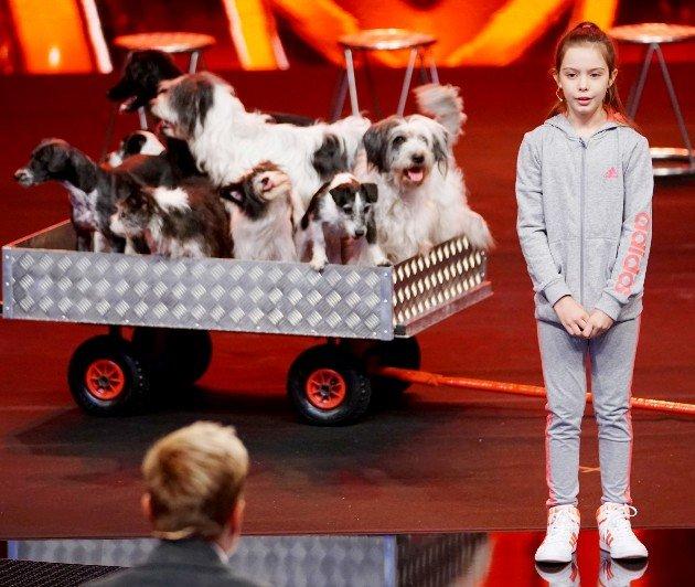 Alexa Lauenburger mit ihren Hunden beim Supertalent am 30.9.2017