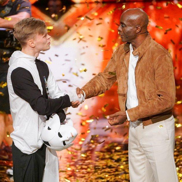 Artem Gussev - Kandidat im Finale Supertalent 2017 hier mit Bruce Darnell