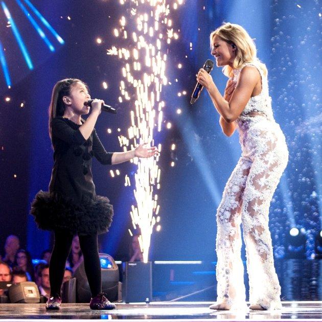 Celine Tam mit Helene Fischer am 25.12.2017