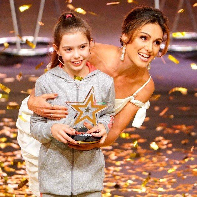 Das Supertalent 2017 Finale am 16.12.2017 gewinnt Alexa mit ihren Hunden - hier mit Nazan Eckes