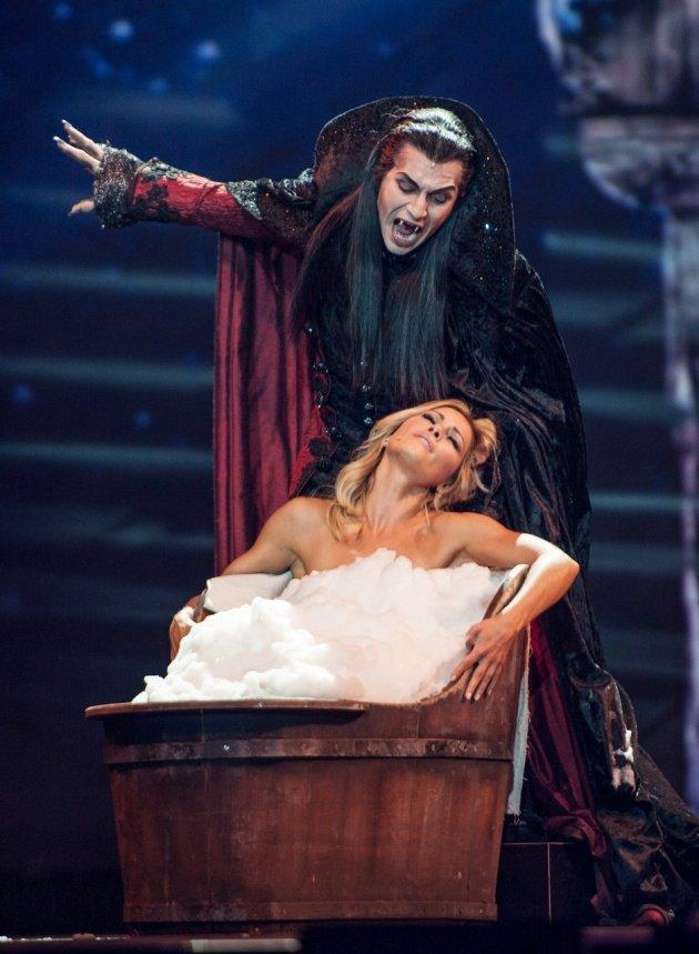 Helene Fischer mit Drew Sarich als Graf von Krolock aus Tanz der Vampire - Helene Fischer Show 2017