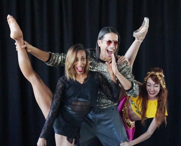 Jorge Gonzalez und Tänzerinnen Barbara Lisandra Patterson Sanchez und Mariem Valdes Martínez - 3
