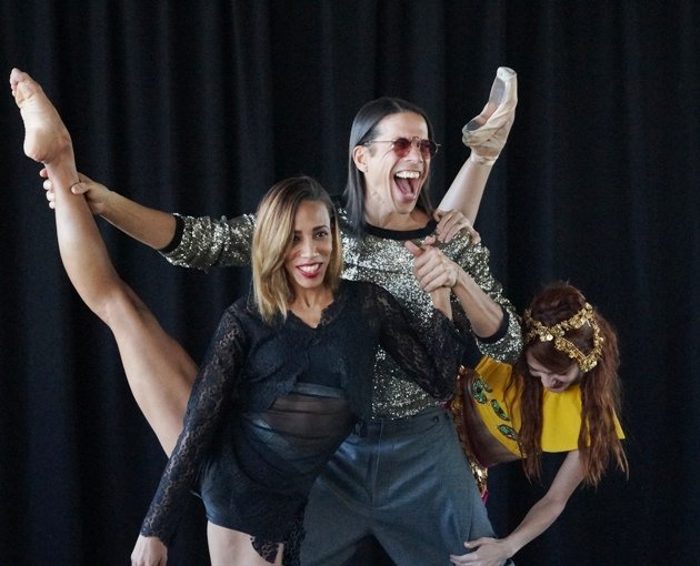 Jorge Gonzalez und Tänzerinnen Barbara Lisandra Patterson Sanchez und Mariem Valdes Martínez - 5