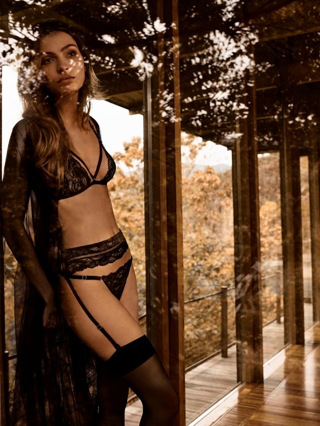 Wintermode 2018 Dessous Andre Sarda, Model Venus, Farbe Charbon
