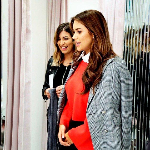 Jessica Paszka bei der Promi Shopping Queen 7.1.2018 mit ihrer Shopping-Begleitung
