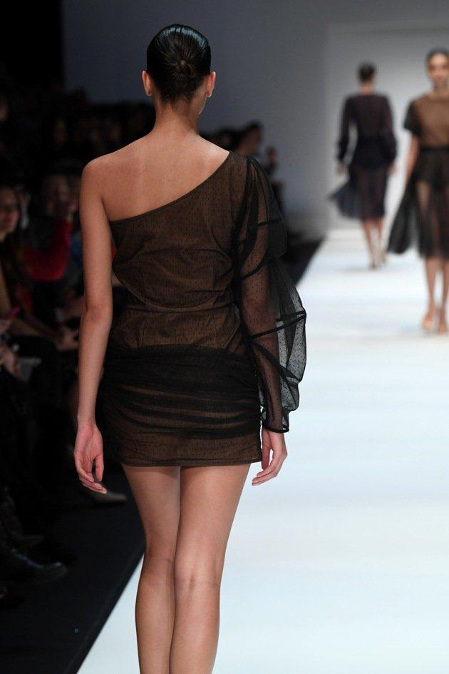 Kurzes schwarzes Kleid von Ewa Herzog im Nude-Look von hinten - 1 - 07