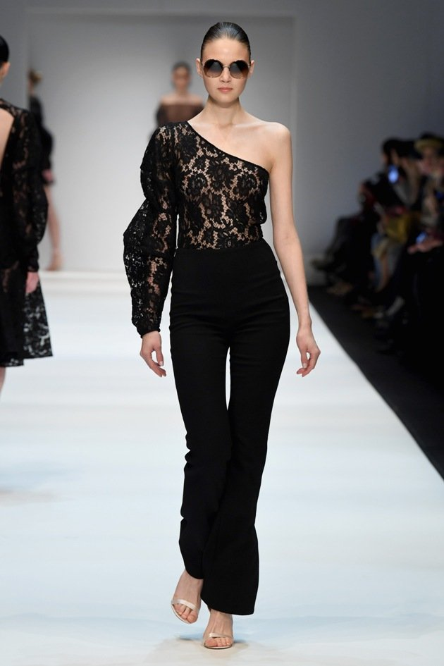 Schwarze Spitze von Ewa Herzog zur MBFW Fashion Week Berlin Januar 2018 - 1 - 14