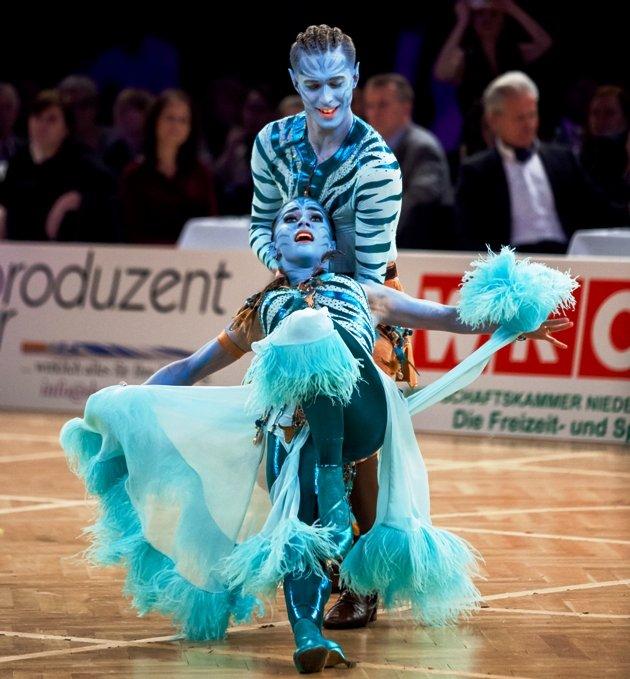 Valentin Lusin - Renata Lusin - neue Profitänzer bei Let's dance 2018 zur WM Show Dance Standard 2017