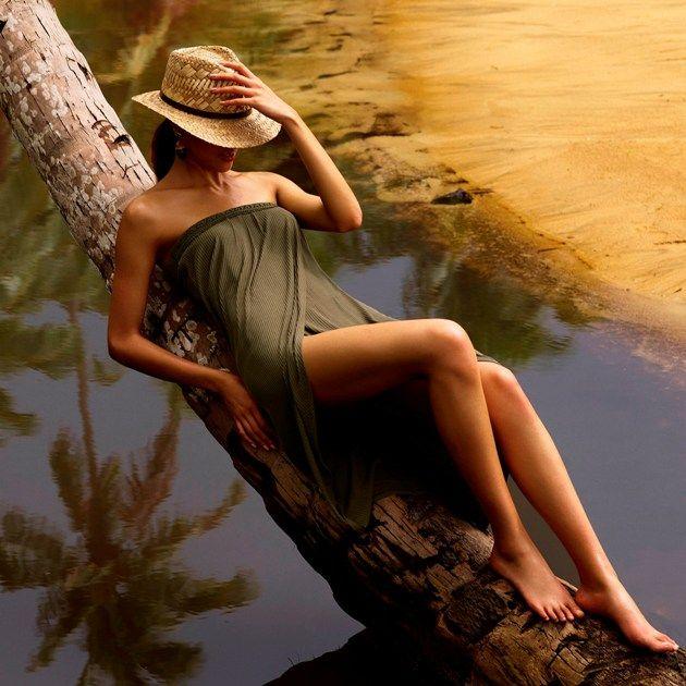 Trägerloses Strand-Kleid - langer Strandrock von Andres Sarda - Strandmode 2018, Model Aracari