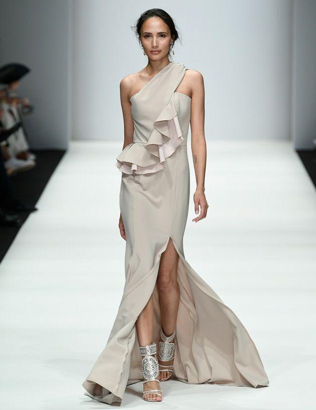 differently 37e32 c98f6 Lana Mueller Frühjahr-Sommer-Mode 2019 zur MBFW Fashion Week ...