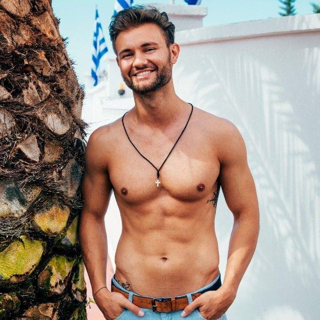 Daniel mit freiem Oberkörper - Bachelorette Kandidat 2018
