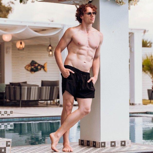 Eddy in Badehose - Bachelorette Kandidat 2018