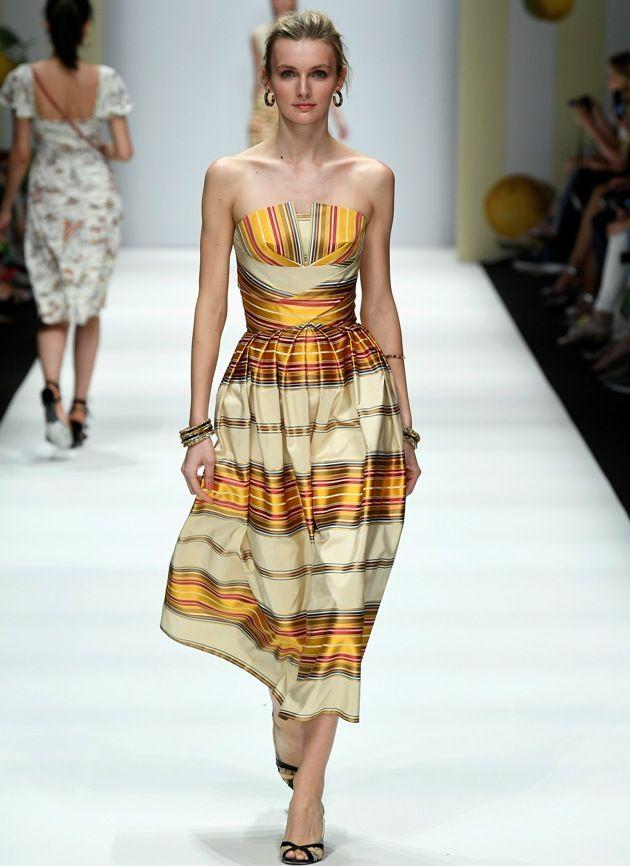Sommerkleid von Lena Hoschek Mode 2019 MBFW zur Fashion Week Berlin - 10