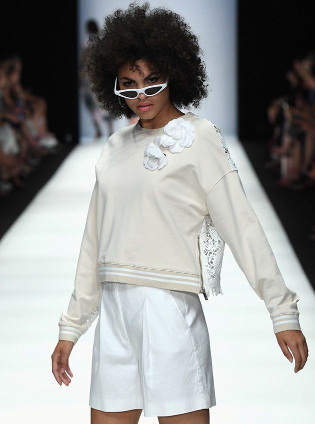 kurze weiße Hose von Riani Frühjahr-Sommermode 2019 auf der MBFW Fashion Week Berlin Juli 2018