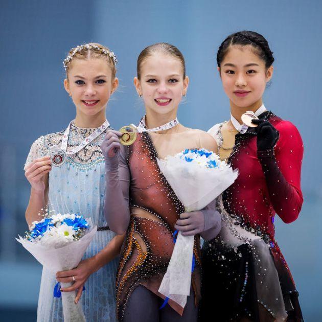 Alena Kanysheva, Alexandra Trusova, Yuhana Yokoi - Siegerehrung Junior Grand Prix Jerewan 2018