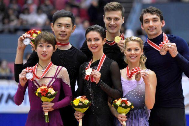 ISU Grand Prix NHK Trophy 2018 - Medaillengewinner Eiskunstlauf-Paare - Cheng Peng - Yang Jin, Natalia Zabiiako - Alexander Enbert, Alexa Scimeca-Knierim - Chris Knierim